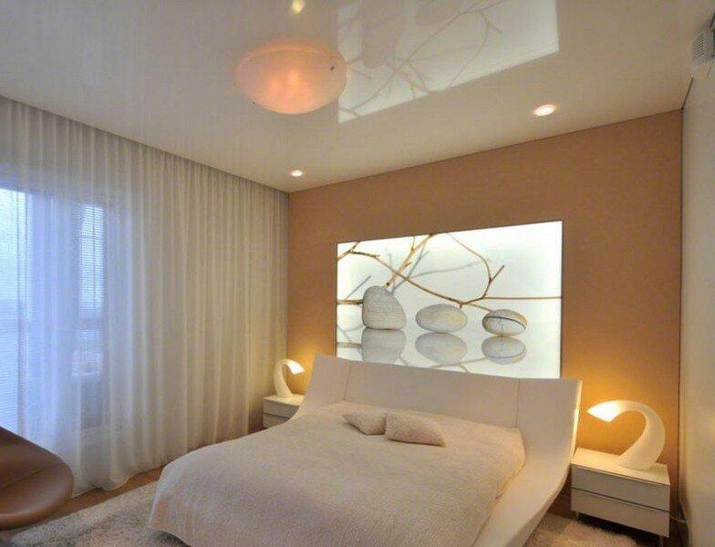 Натяжные потолки в спальне фото.